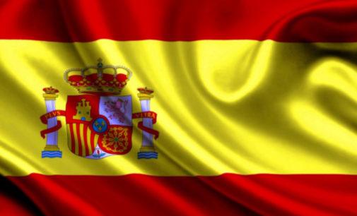 Карантин в Испании: полицейские развлекают песнями местных жителей