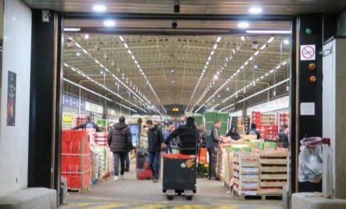 Под Парижем из-за эпидемии коронавируса на продуктовом складе обустроят временный морг