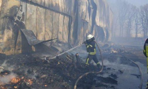 В Киевской области произошел масштабный пожар на территории овощебазы – ГСЧС