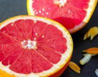 Названы фрукты, которые смертельно опасны в сочетании с лекарствами