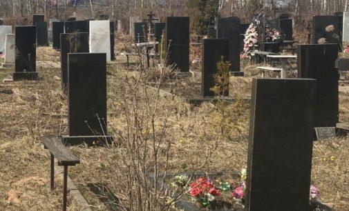 «Гроб был открыт»: до похорон умершей от коронавируса медсестры на Херсонщине люди не знали о ее заболевании