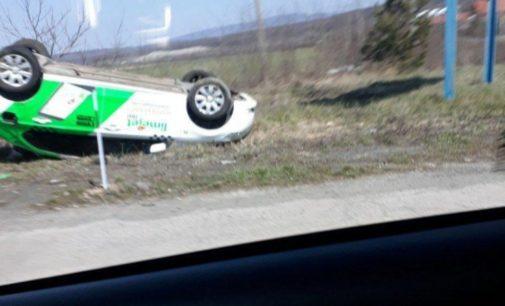 В селе на Закарпатье автомобиль перевернулся на крышу