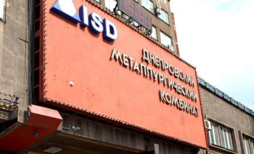 На заводе в Каменском погиб мужчина: убило упавшим металлическим листом