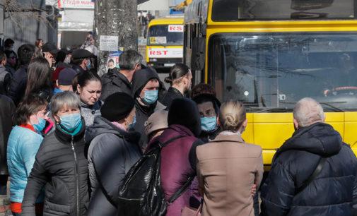 Стоят с пяти утра, чтобы добраться на работу: как страдают киевляне без нормально действующего транспорта